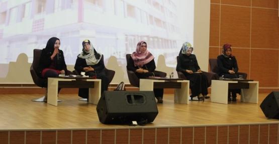 """Siirt'te """"Kadın Olmak"""" Konulu Konferans Düzenlendi"""
