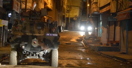 Siirt'te Polis Araçlarına Molotoflu Saldırı