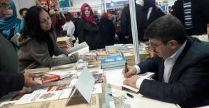 Milletvekilimiz Aktay, Üsküdar'da Okurlarıyla Buluştu
