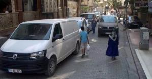 Minik Ahmet Bora, Minibüsün Altında...