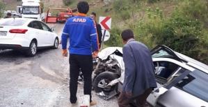 İki Otomobil Çarpıştı: 2'si Çocuk 4 Kişi Yaralandı