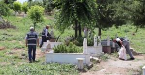 Mezarlıklar Bayrama Hazır
