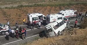 Şirvan'da Yolcu Minibüsü Devrildi: 11 Yaralı