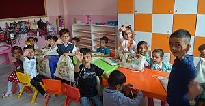 Anaokulu Öğrencilerine Okul Çantası ve Kırtasiye Yardımı