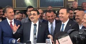 Bakan Dönmez, AK Partili Belediyelerinin Olduğu Kentlerde Başarı Hikayeleri Vardır