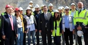 Enerji Bakanı Dönmez, Çetin Barajında İncelemelerde Bulundu