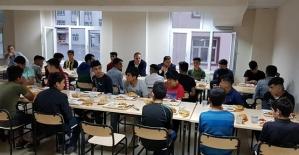 Kaymakam Aydemir ve Başkan Özcan, Öğrencilerle İftarda Bir Araya Geldi