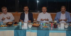 Vali Atik, İl Özel İdare Genel Sekreteri, İl Genel Meclis Üyeleri İle İftarda Buluştu