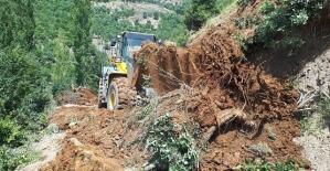 Aşırı Yağışlar Şirvan Cevizlik Hıdran Yolunu Ulaşıma Kapadı