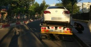 Trafik Ekipleri, Hatalı Park Eden Araçları Çekici İle Kaldırdı