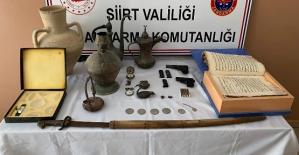 Kurtalan'da Ruhsatsız Silahlar ve Tarihi Eser Niteliği Olan Malzemeler Ele Geçirildi