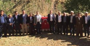 Kaymakam Aydemir, Belediye Başkanları Özcan ve Özdemir Bal Hasadına Katıldı
