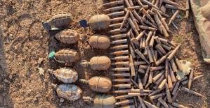 Eruh Akmeşe Bölgesinde 5 Sığınakta Çok Sayıda El Bombası ve Mühimmat Ele Geçirildi