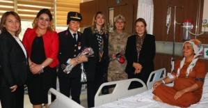 Siirt Gönül Elçileri, Devlet Hastanesinde Yatan Hastaları Ziyaret Etti