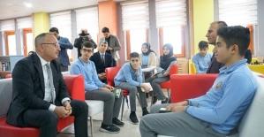 Vali Atik, Fen Lisesinde Öğrencilerle Bir Araya Geldi