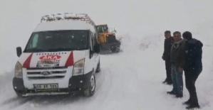 Erzak Alışverişine Çıkan Köylüleri İl Özel İdaresi Karla Mücadele Ekipleri Kurtardı