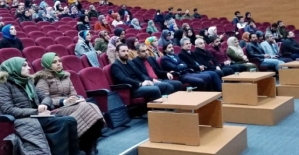 """Siirt Üniversitesinde """"Dinlerin Yeni Reklam Yüzü: Sinema"""" Konulu Konferans Düzenlendi"""