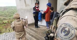 Şirvan'da Karantinada Bulunan Vatandaşların İhtiyacını Jandarma Gideriyor