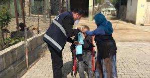 Veysel Karani Belediyesi Ev Ev Dolaşarak Maske ve Kolonya Dağıtıyor
