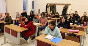 Koronavirüs Salgını Nedeniyle Sınıfta Kalma Kalktı Ancak Devamsızlık Yapan Öğrenciler Sınıf Tekrarı Yapacak