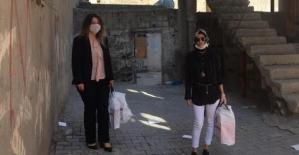 AK Parti Kadın Kollarından Ayakkabı Yardımı