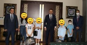 Vali Hacıbektaşoğlu, Makamında Çocukları Kabul Etti
