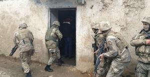 Terör Örgütüne Yardım ve Yataklık Yapan 8 Şüpheli Şahıs Tutuklandı
