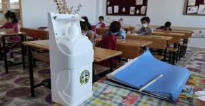 Eruh Belediyesinden Okullara Dezenfektan Desteği