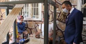 Vali Hacıbektaşoğlu, Eruh İlçesinde Şal-Şapik Atölyesini Ziyaret Etti