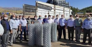 Baykan Kaymakamı Tunç, 47 Çiftçiye Tel Örgü ve Köşebent Direk Dağıttı