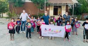 'Sende Bir Fidan Dik' Sosyal Sorumluluk Projesi Kapsamında 10 Bin Öğrenciye Kırtasiye ve Çanta Dağıtıldı
