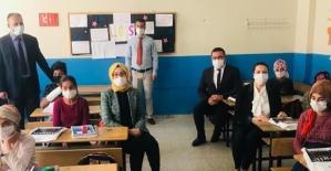 Vali Eşi Güney Hacıbektaşoğlu, Şirvan Nallıkaya İlk-Ortaokulunu Ziyaret Etti