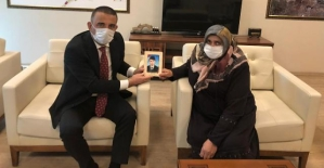 Vali Hacıbektaşoğlu, Diyarbakır Annelerinden Latife Ödümlü'yü Misafir Etti