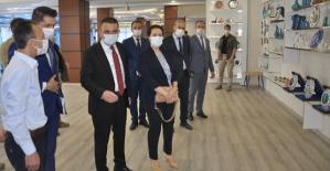 Vali/Belediye Başkan V. Osman Hacıbektaşoğlu, Belediye Bünyesinde Açılacak Kursları Ziyaret Etti