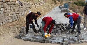 Siirt Belediyesi Bağ Yollarında Asfalt ve Parke Taşı Çalışmaları Başlattı