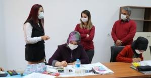 Vali Eşi Güney Hacıbektaşoğlu, Halk Eğitim Merkezindeki Kursları Ziyaret Etti