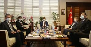 Vali Hacıbektaşoğlu'dan Rektör Şındak'a Hayırlı Olsun Ziyareti