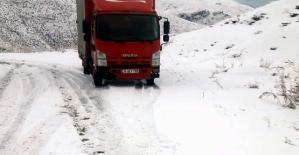 Karda Mahsur Kalan Araçları Özel İdare Ekipleri Kurtardı