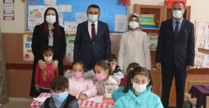 Vali Hacıbektaşoğlu, Yüz Yüze Eğitime Başlayan Köy İlkokulunu Ziyaret Etti