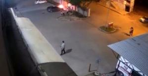 Kurtalan'da Hastane Parkındaki Araç Alev Alev Yandı
