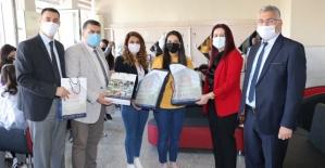Vali Eşi Güney Hacıbektaşoğlu,  Zeynep Hatun Mesleki ve Teknik Anadolu Lisesini Ziyaret Etti