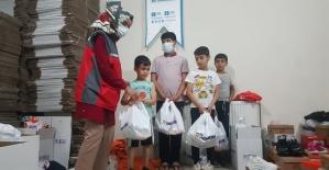 Sadakataşı Derneği'nden Siirt'e İhtiyaç Sahibi Ailelere Yardım