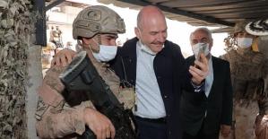 İçişleri Bakanı Soylu, Eruh/Akrep Üs Bölgesinde Kahraman Mehmetçiklerle Bayramlaştı