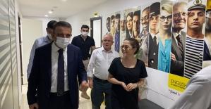 Vali Hacıbektaşoğlu, Siirt Engılsh Time Dil Okulu'nu Ziyaret Etti