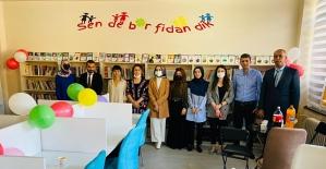 """""""Sende Bir Fidan Dik"""" Siirt'e Bir Kütüphane Daha Kazandırdı"""