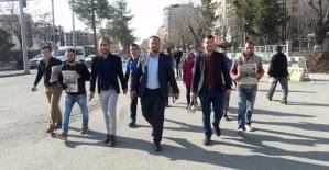 """AK Parti Siirt Gençlik Kolları """"EVET"""" Gazetesini Vatandaşlara Dağıttı"""