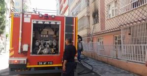 Apartman Dairesinde Çıkan Yangın, Hasara Neden Oldu