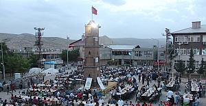 Eruhlular,Belediyenin İftarına Yoğun İlgi Gösterdi