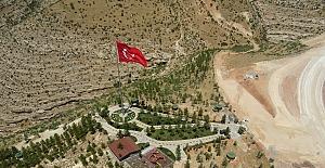 Ülkemizin En Büyük Bayraklarından Biri Eruh'ta Dalgalanıyor