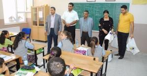 Siirt TSO Başkanı Güven Kuzu'dan Öğrencilere Kırtasiye Yardımı